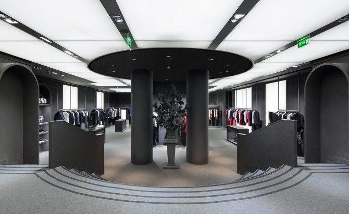 28 1 HERITAGE 2013 December VR Flagship Store Paris